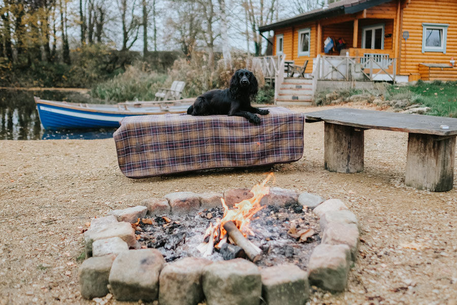 Log-cabin-with-fire-pit