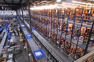 Automated-warehouse-system-featuring-totes-and-conveyer-belts-used-for-motorcycle-parts