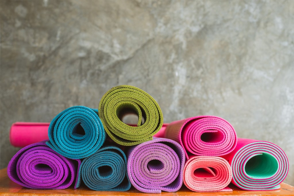 how to naturally clean yoga mats