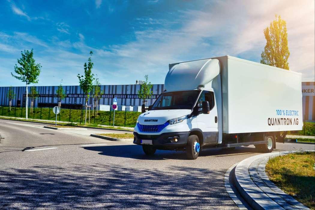 Augsburg: Quantron rüstet Iveco Daily zum schweren Fuel-Cell-Van mit 300 bis 500 km Reichweite und 1,2 Tonnen Nutzlast um