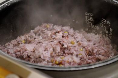 「ひのひかり」を使った美味しい古代米のご飯。
