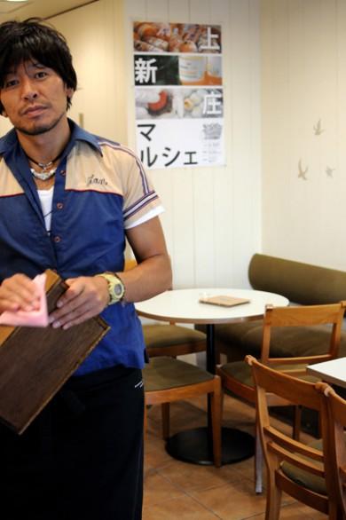 ロハスカフェの木村恵一店長。