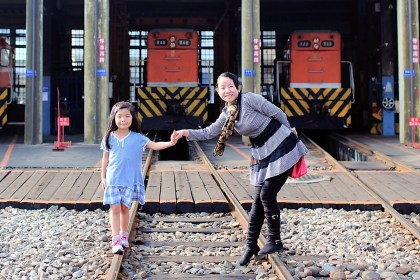 central-taiwan-travel-of-amber-at-railway-round-house