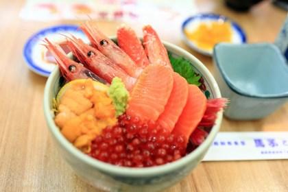 enjoy seafood at hakodate asaichi