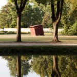 [Cabane] du compositeur Loïc Guénin dans les jardins de l'Abbaye de Royaumont. Aout 2016.