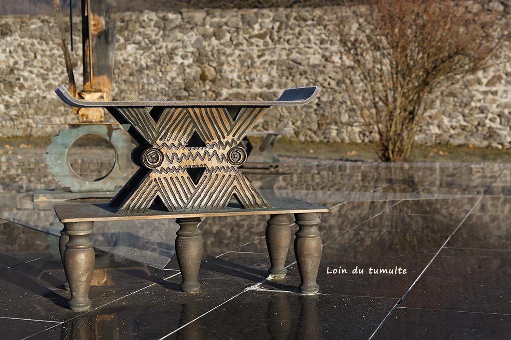 Détails du oeuvre contemporaine dans le parc de la Chartreuse de Mélan
