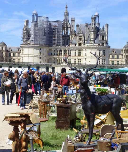 Brocante de Chambord, une des plus grandes de France