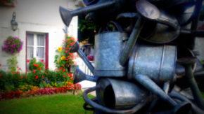 veuil village fleuri en face mairie de Veuil à coté du château de Veuil exposition