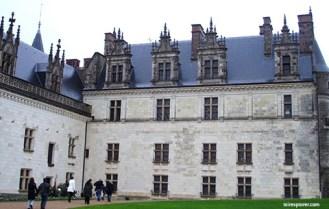 visite insolite du château d'Amboise et découverte des tours et des souterrains de ce château de la Loire