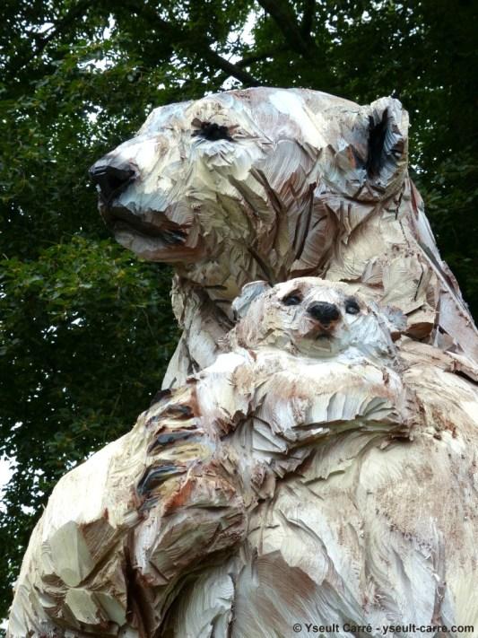 Ours Blanc - sculpture de Jürgen Lingl-Rebetez - ANIMAL - Exposition de sculpture animalière monumentale contemporaine à Briare - photo copyright Yseult Carré
