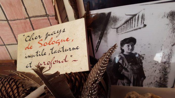Dans la maison natale d'Alain Fournier à la Chapelle d'Angillon - Sur la photo : Isabelle Fournier Rivière enfant Crédit photo copyright yseult-carre.com
