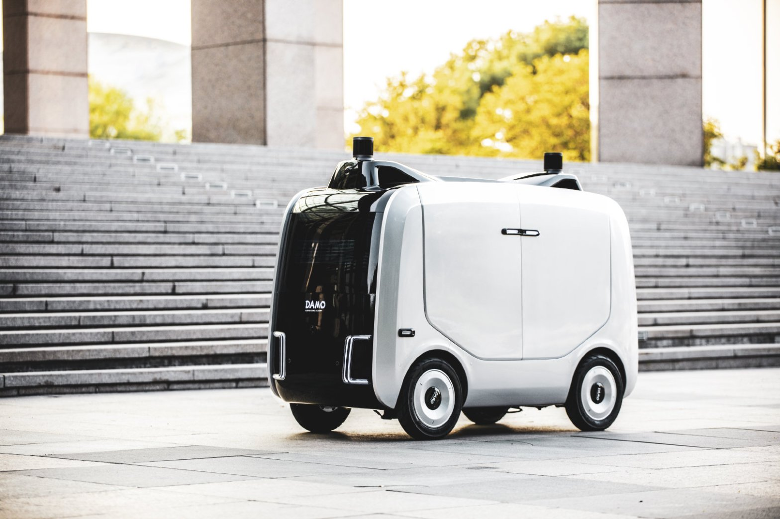 Autonomous delivery robots in China is the latest fad, who wins the race?