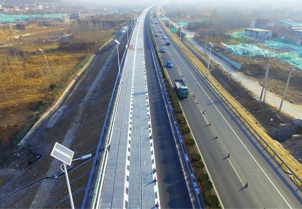 China inicia testes da primeira rodovia no mundo que capta energia solar