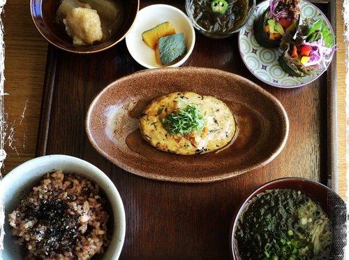 【沖縄県中頭郡】酵素玄米や絶品の豆腐バーガーが楽しめるカフェ、ナファーシュ