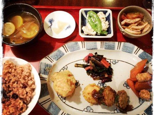【東近江市四日市】地元産のお野菜盛りだくさんの玄米菜食カフェ♪