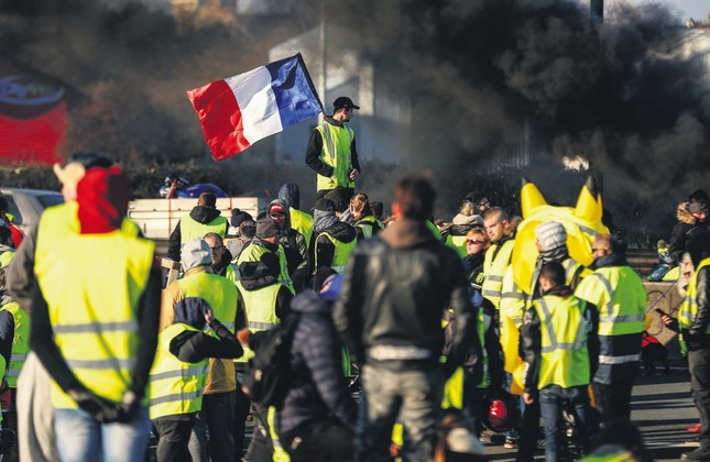 The Yellow Vest Movement Strengthens in France