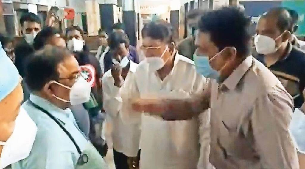 MP Covid doctor heckled, MP Covid doctor quits, MP Congressmen, Bhopal news, MP news, Indian express news