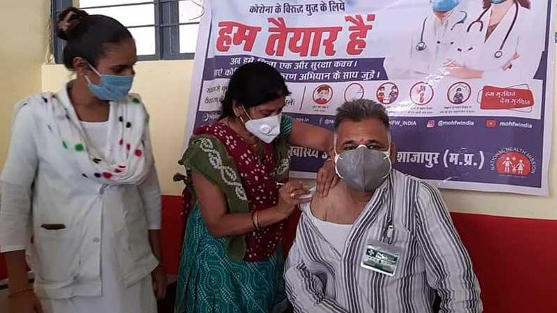 कोरोना संक्रमण के विरुद्ध वैक्सीनेशन हमारी सुरक्षा ढाल - राज्य मंत्री श्री परमार