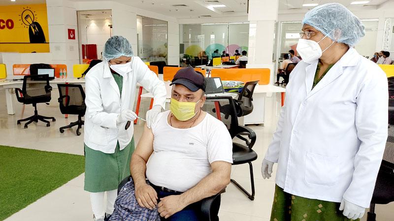 मीडिया प्रतिनिधियों के लिए लगा वैक्सीनेशन कैम्प