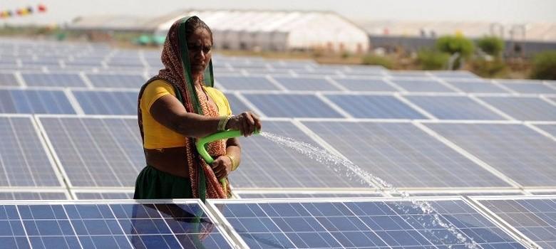 सौर परियोजनाएं पहले निजी खिलाड़ियों के लिए अछूत थीं।  अब सौर परियोजनाओं के लिए कॉर्पोरेट फंडिंग सबसे अधिक है