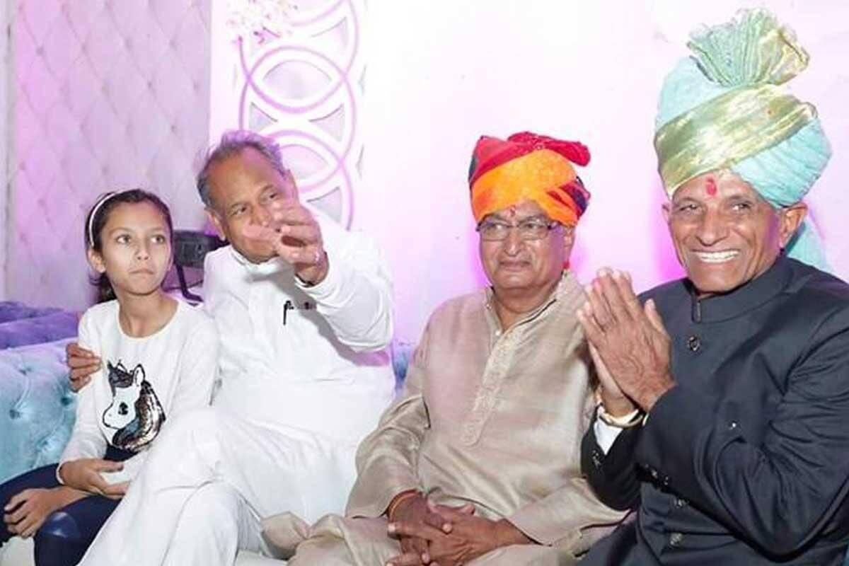 ईडी ने उर्वरक घोटाला मामले में राजस्थान के सीएम अशोक गहलोत के भाई अग्रसेन गहलोत को तलब किया है