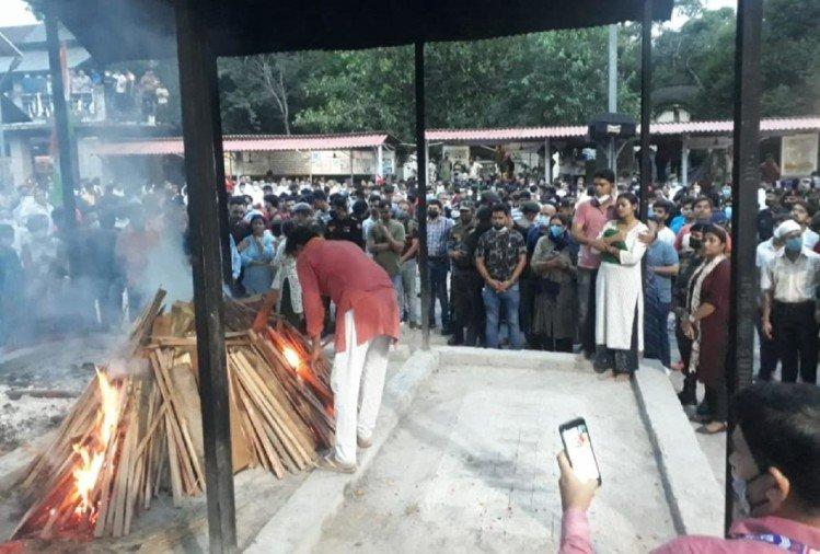 शहीद मेजर मयंक को नम आंखों से दी अंतिम विदाई।