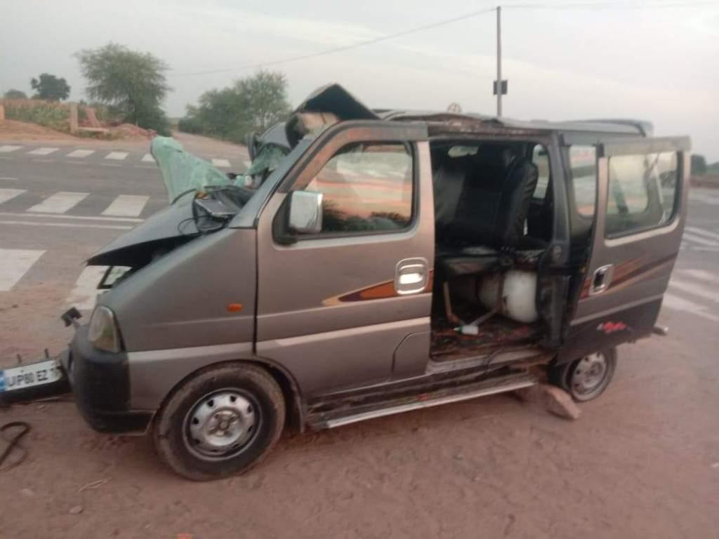 Agra News: कैला देवी के दर्शन करके लौट रहा परिवार हादसे का शिकार, 3 की मौत... 12 लोग घायल