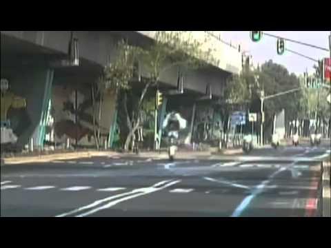 GRANDE VOO: Polícia mexicano esquece-se da lomba na estrada