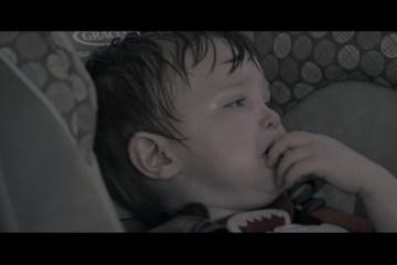O que pode acontecer a uma criança trancada num carro