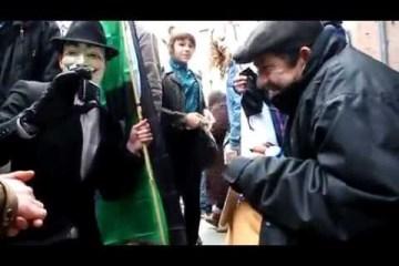 Anonymous na inglaterra deixam sem-abrigo a chorar