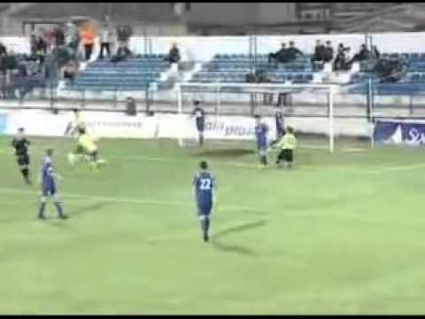 Jogador de futebol foi comemorar o seu golo mas enganou-se na claque
