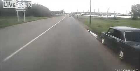 Russo (só podia ser !) atira rocha para estrada e destrói um carro