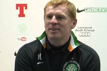 Treinador do Celtic atende telefone do jornalista, de rir