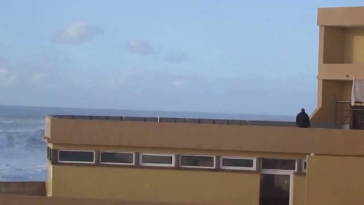 Homem foi apanhado por onda gigante na Praia Grande, Grande Molha