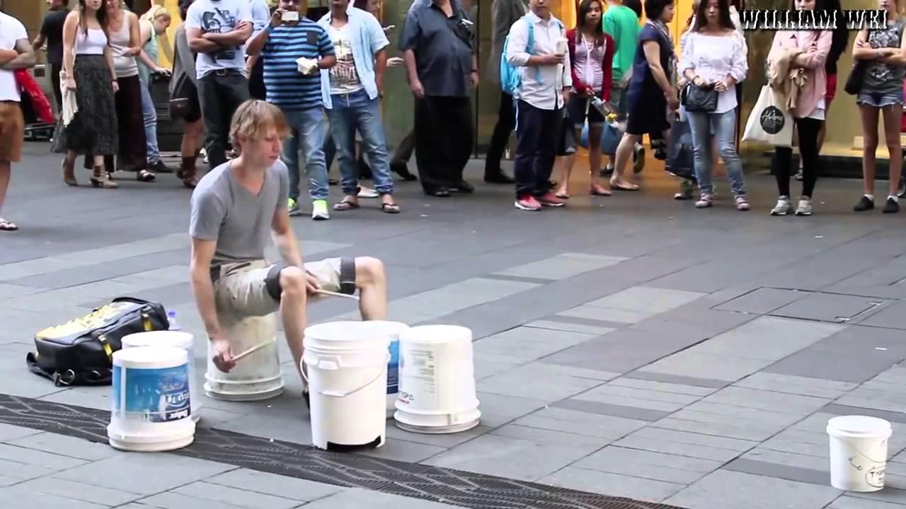 Baterista de rua, muito bom