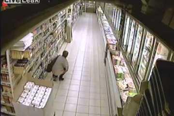 Comportamento inacreditável de uma mulher num supermercado