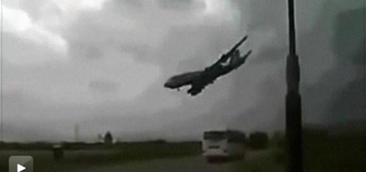 Avião despenha-se no Afeganistão e faz sete mortos (vídeo amador)