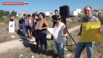 Cavaleiro Marcelo Mendes ataca a cavalo manifestantes contra touradas