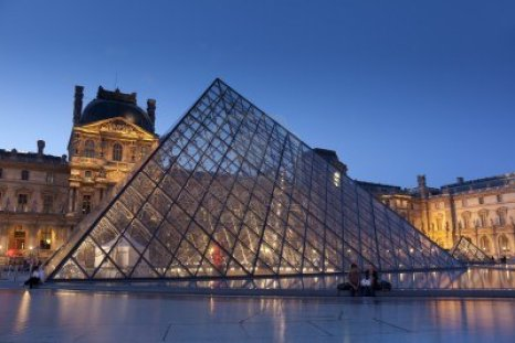 10164908-pyramid-of-the-louvre-paris-france