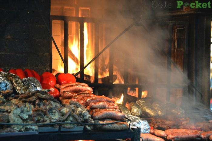 No Mercado del Puerto, você vê sua parrillada sendo feita. Montevidéu