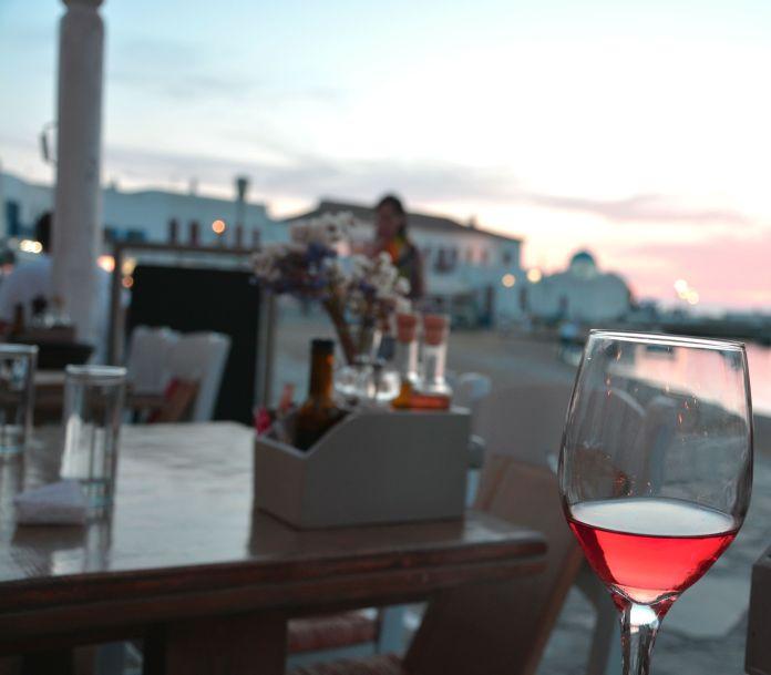Jantar no Porto Antigo de Mykonos