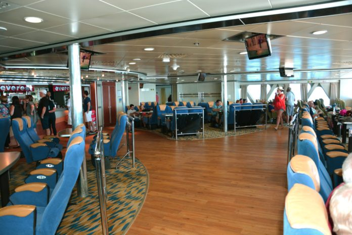 Primeira classe - Hellenic Seaways