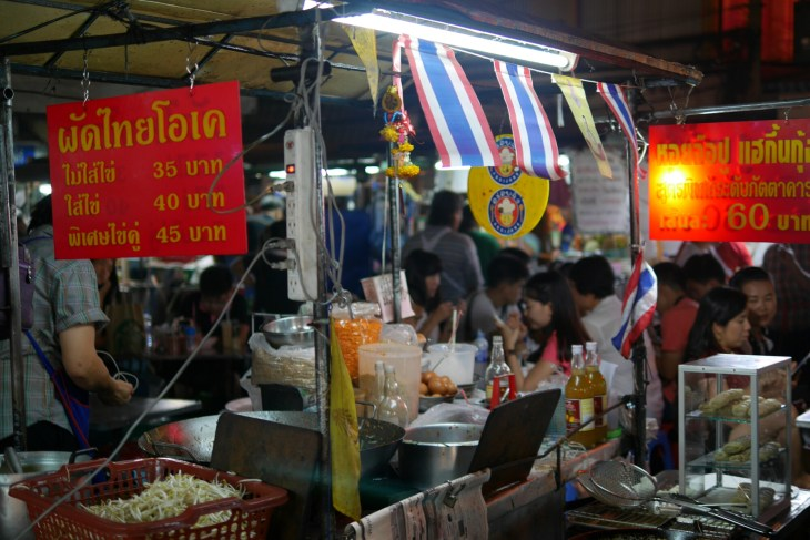 Best Pad Thai Street food on Yaowarat Road Chinatown, Bangkok