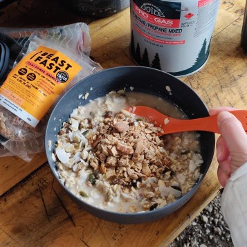 BEASTFAST Granola on hot porridge camping