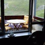 Balkon med spisebord, udsigt og grill