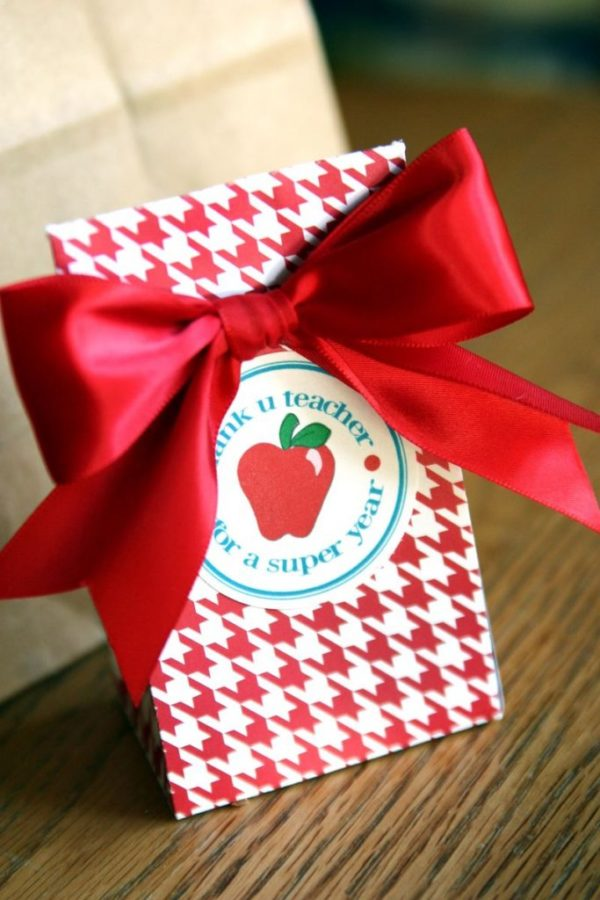 Cut and Create teacher gift  via LollyJane.com #teacherappreciation