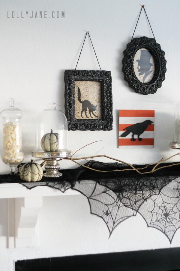 Vintage Inspired Halloween Mantel | LollyJane - Tips to create a vintage Halloween mantel. So cute! #vintage #Halloween