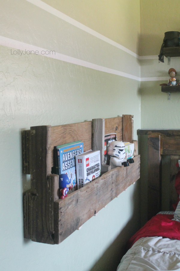 DIY Pallet Bookshelf by LollyJane