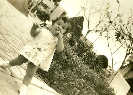 1967 primeros pasos de la primogéniita Maria Victoria