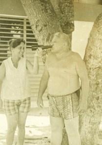 Bertha con Mario Santiesteban (esposo de Yilla Jardines Mata en Varadero
